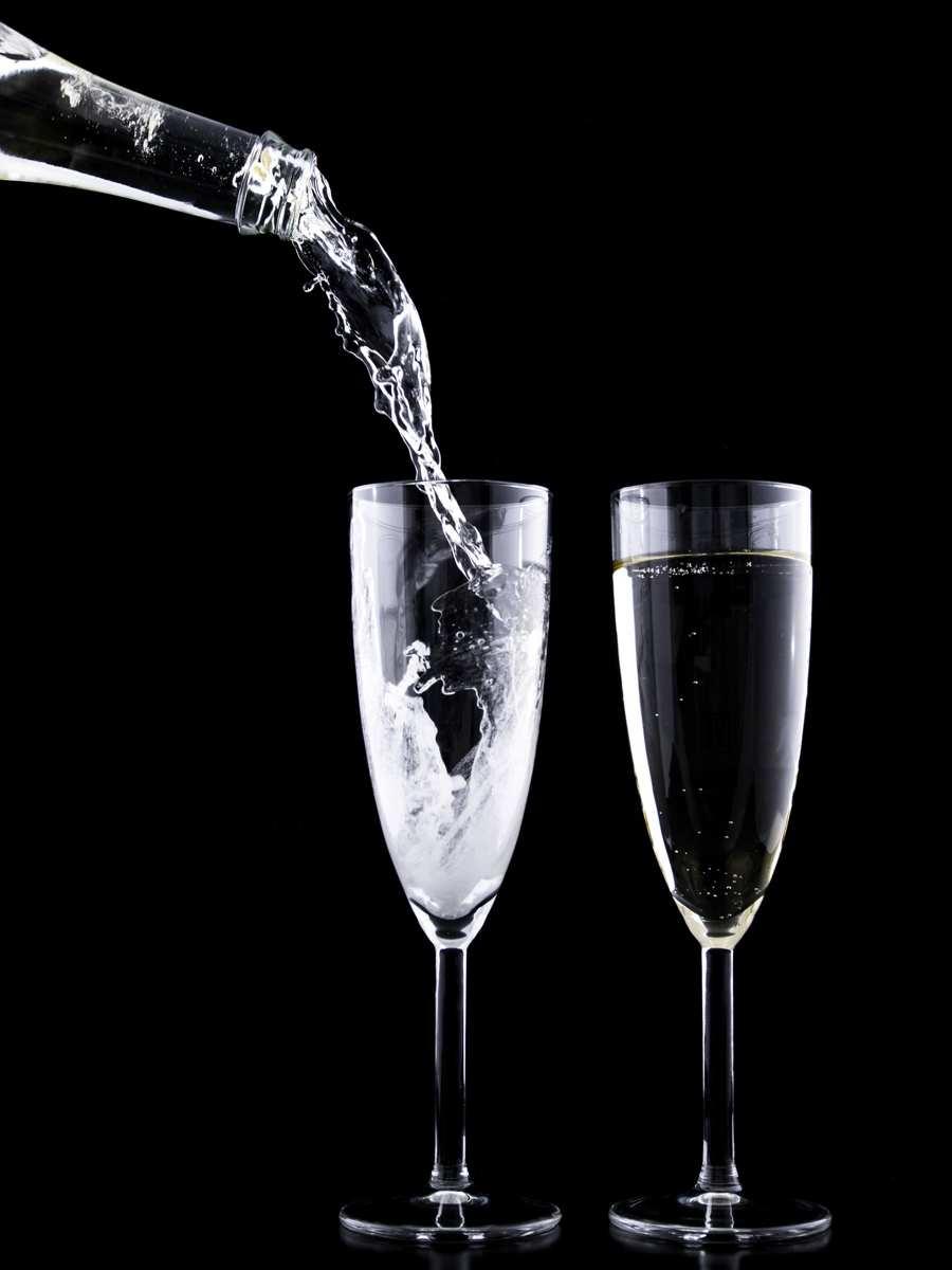 Wina musujące – kieliszek wypełniony tysiącem bąbelków